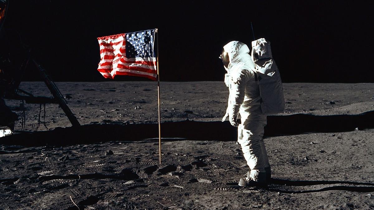 Kosmonaut na Měsíci v rámci letu Apollo 11.