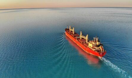Nákladní loď patřící mezi největší lodě světa.