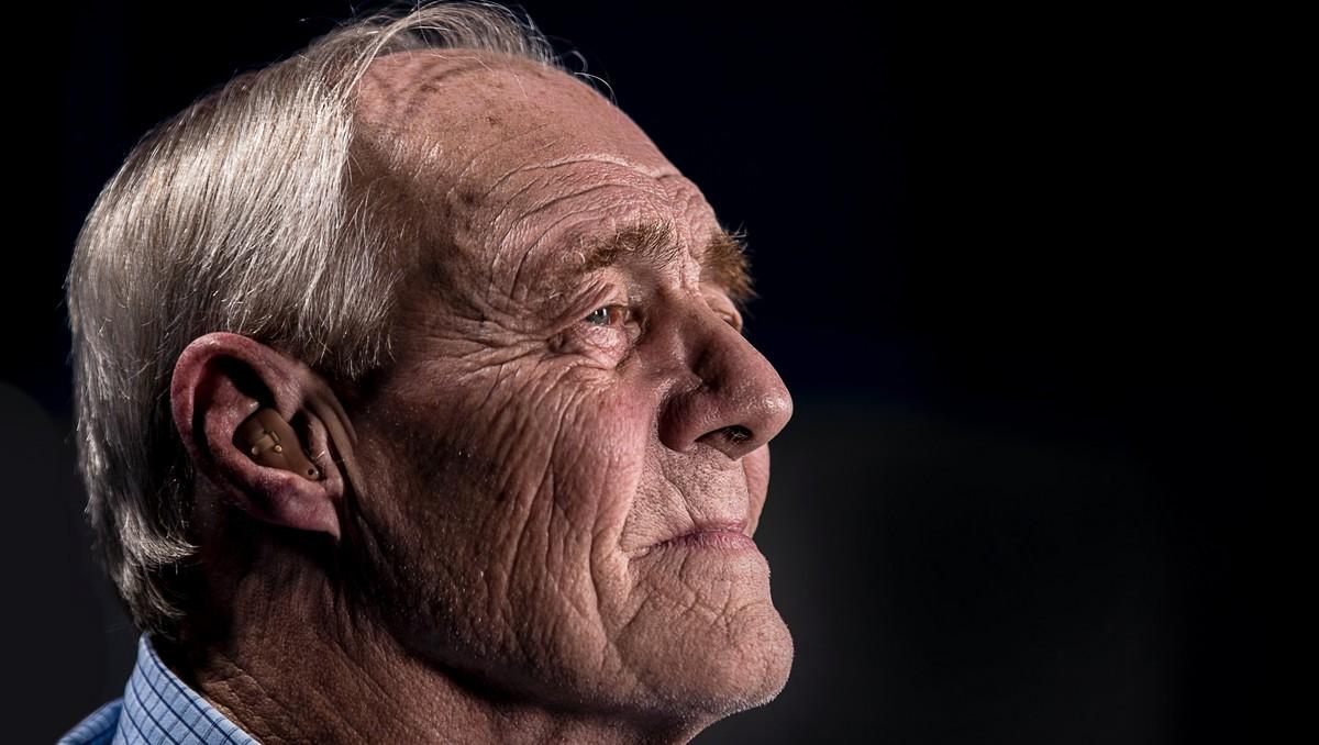 Starý muž, který aktuálně využívá penzijní připojištění.