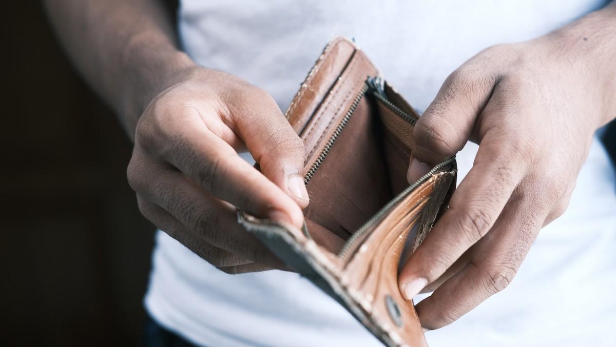 Mladík nemá peníze a jen dluh. Proto ho zaznamenal registr dlužníků.