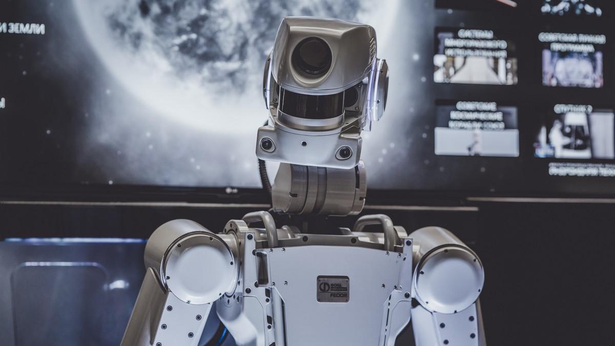 Moderní roboti do jisté míry připomínají postavu člověka.