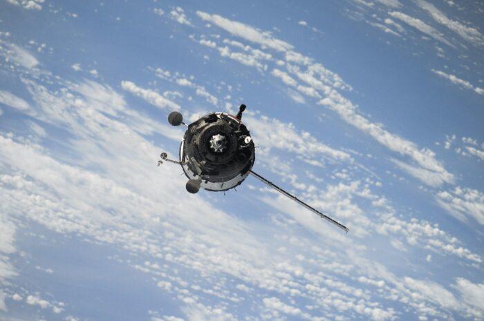 Umělé družice putují ve vesmíru z různých důvodů